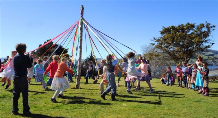 maypole_children